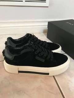 Kendall + Kylie Tyler Velvet Sneakers - size 7