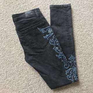 BDG Mid Rose Twig Long Embroidered Jeans Size 27