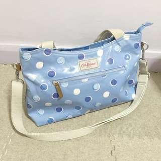 Zipped handbag with detachable strap