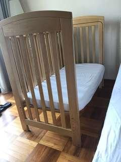 Bedside convertible baby cot