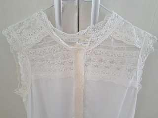 RAYON top with Lace