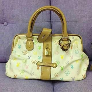 🈹️$45 😻PLAYBOY 👜(Bought from SOGO 購自崇光百貨)Ladies handbag with key and lock✴️ OL, 斯文,醫生袋型, 有金扣及鎖匙 *⭕️NLY trade by face to face at Sheung Shui /請注意只限上水火車站交收‼️*