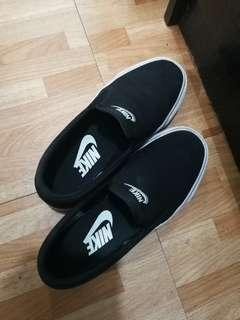 nike toki slip on canvas