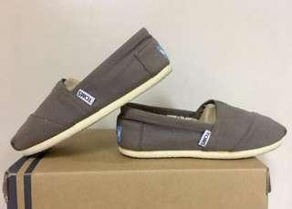 Authentic Toms Shoes size 5 Womens