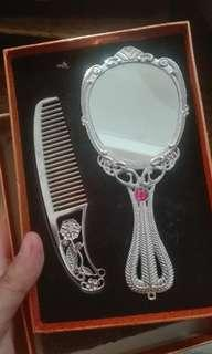 Comb and Mirror