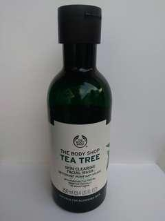 SALE!! The Body Shop Tea Tree Skin Clearing Facial Wash