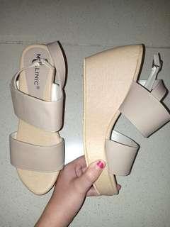 Sepatu heels wedges