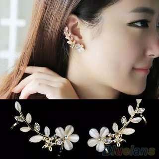 Anting motif bunga