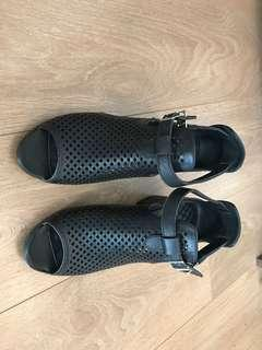 Leather shoes NEW size 38