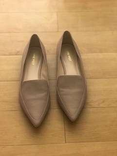 Nine West pointed flats