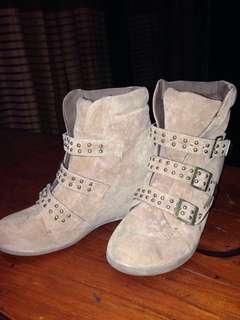 Human Wedge Seude Sneakers