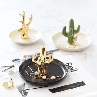 🚚 ins北歐風戒指托珠寶首飾架首飾盤陶瓷仙人掌梳妝台桌裝飾小托盤 預購
