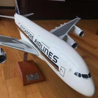 PRICE REDUCED!!! Singapore Airlines Airbus A380-800 Desk Display 1/100 Model Airplane