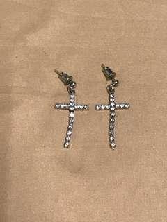 🚚 十字架耳環