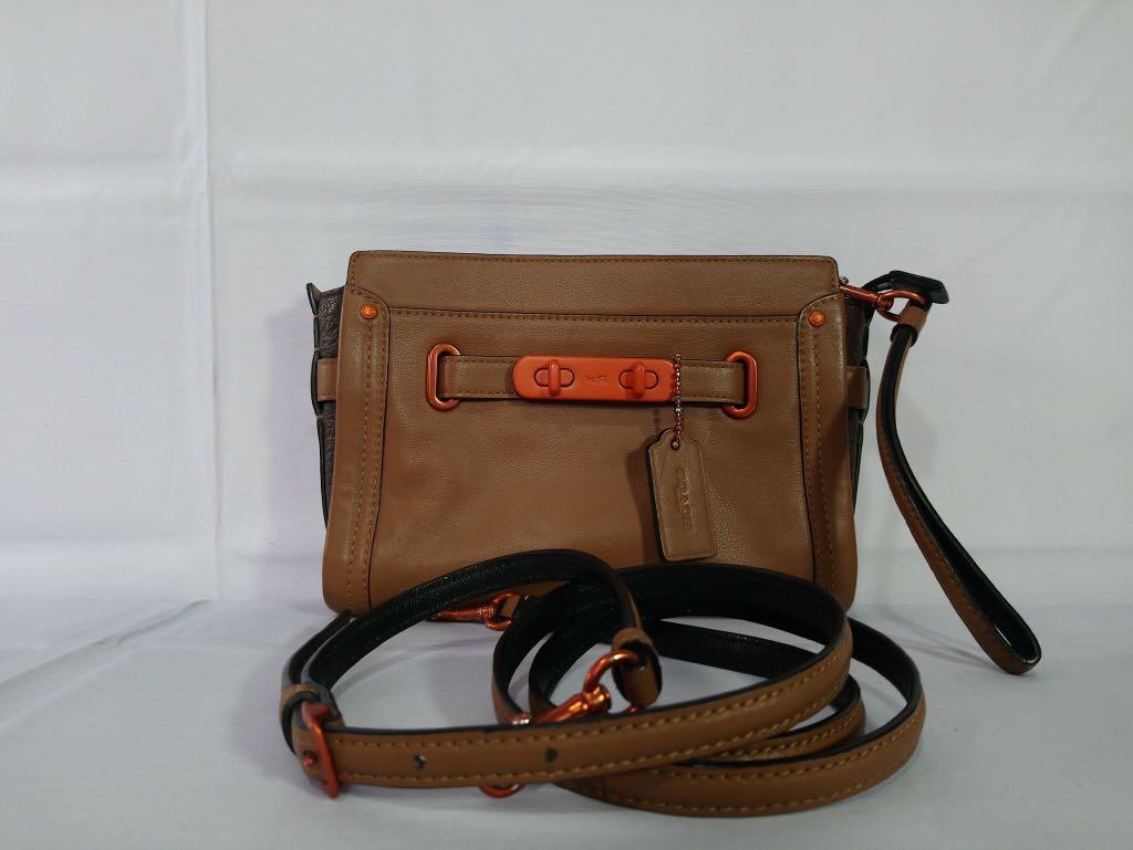 Authentic Coach Swagger Wristlet Crossbody Soft Leather Bag 0577e5320be1d