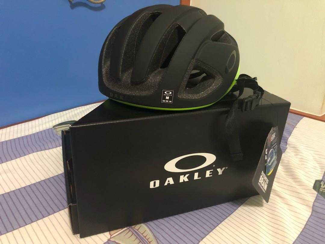 6316b7947d7 BNIB Oakley Aro 3 mips helmet retina burn Medium size