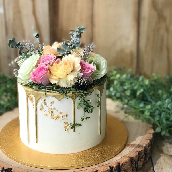 floralthemed_cake_21st_birthday_cake_classy_birthday_cake_free_delivery_1538734214_99d77fa6.jpg