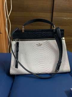 Authentic Kate spade  bag,90%new,good conditions as pic,size 25*30*10cm