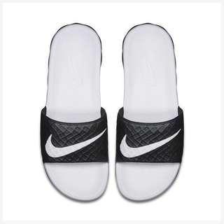 Nike benassi solarsoft 拖鞋