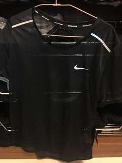 🚚 Nike 全新半透挖背針織衫上衣