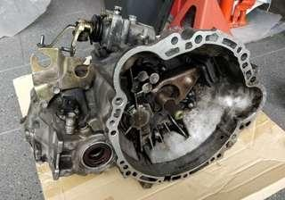 AE101 5 Speed Gearbox