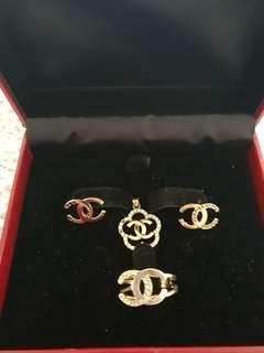 Real 18k gold Chanel inspired.pm me for more details and weight of every piece