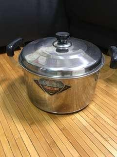 Large metal pot (diameter 10.5 inches height 6 inches)