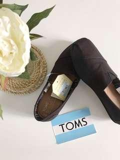 NEW TOMS canvas shoes