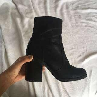 Black ankle boots size 7
