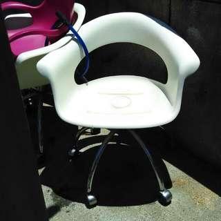 白椅,原價二千,現售220元