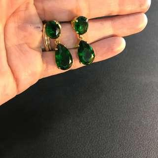 Emerald dangling earrings in 18k solid yellow gold