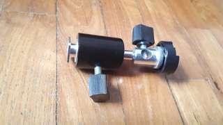 Flash adaptor for umberlla light stand