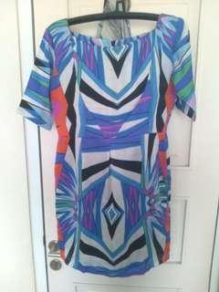 Dress motif tribal abstrak