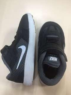 Preloved authentic nike shoes