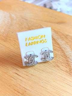 Channel design earring . 925 silver plated