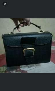 Tas wanita hitam