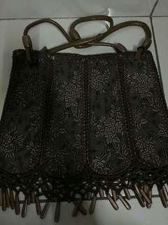 Women's traditional bag