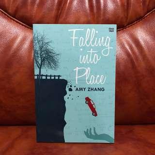 Falling Into Place - Amy Zhang Buku Fiksi