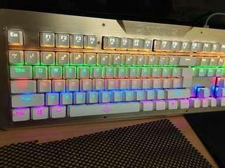 🚚 青軸機械鍵盤(土豪金)九成新,可貨到或新竹地區面交