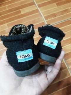 TOMS black wool laceless shoes