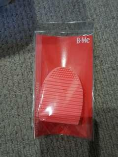 B Me cosmetic brush cleaner