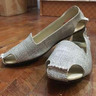 Gray cut out flats