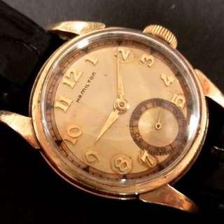 超特價出讓30年代 美國古董咸美頓 Vintage USA Hamilton Mechanical Manual Wind Watch 機械上鍊腕錶:100% Original 原裝美國制造咸美頓雙色錶面配上原裝咸美頓10K Gold Filled Case 混金錶殼 (Dia直徑29mm) 殼底外皮有一點氧化,但並沒穿破或凹痕,working well 運作正常。