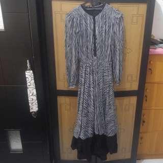Dress abu2 hitam panjang