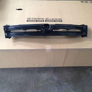 Toyota IST NCP60 front grille