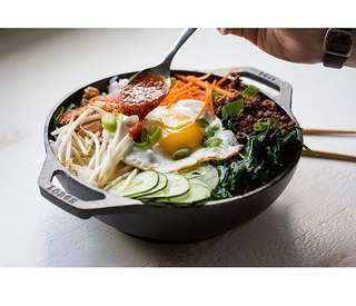 "lodge cast iron mini wok 9"" preseasoned."