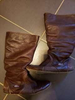 Womens leather lacoste boots sz 6.5