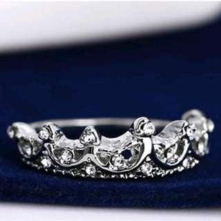 Queen crown silver plated rhinestone ring