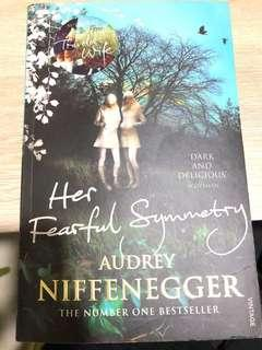 🚚 Her fearful Symmetry Audrey Niffenegger-S$5