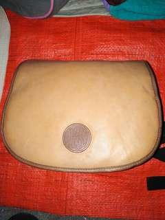 Leather sling beg